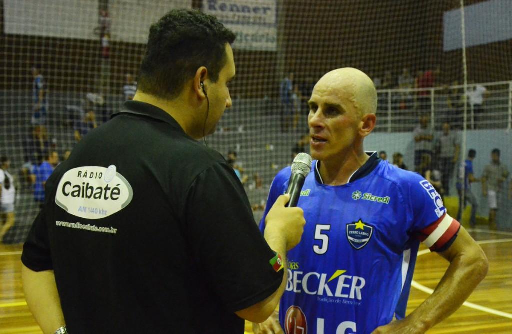 Fabinho em entrevista após vitória no amistoso de sábado. Foto: Assessoria Cerro Largo Futsal/Lojas Becker