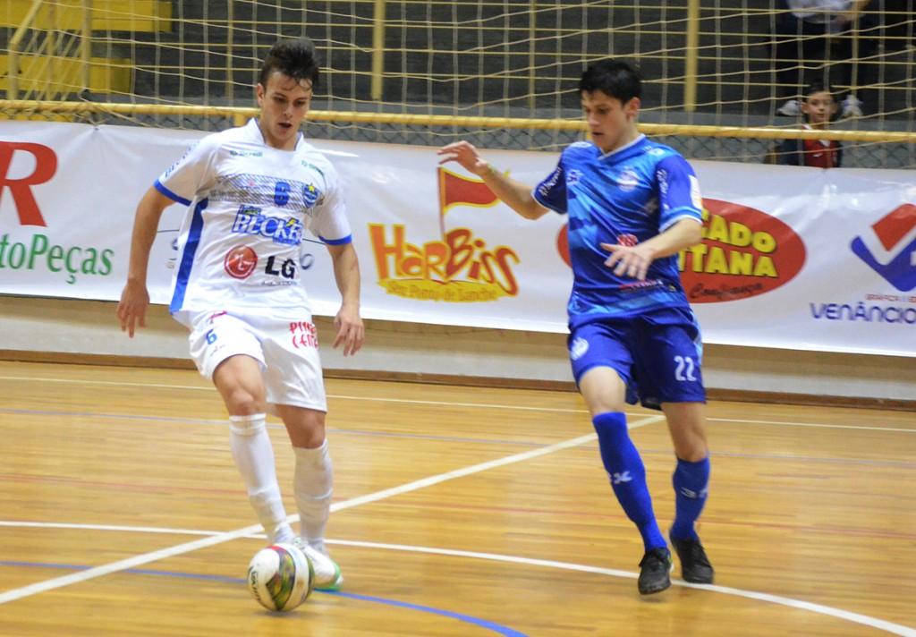 Gustavo (E) marcou o gol de empate. Foto: Assessoria Cerro Largo Futsal/Lojas Becker